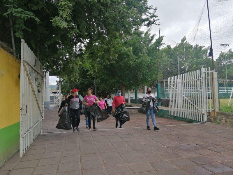JORNADA DE DESCACHARRIZACIÓN EN LA CABECERA MUNICIPAL
